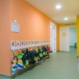 Corredor sala amarela e laranja